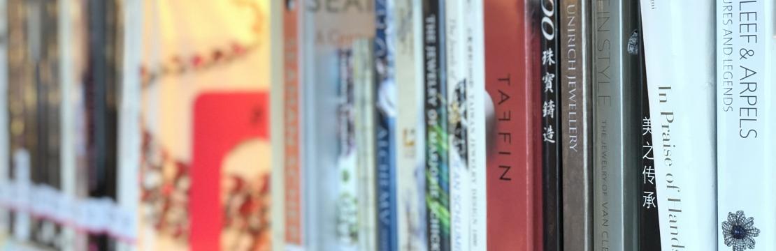 อ่านอะไรดี? ...ที่ห้องสมุดอัญมณีและเครื่องประดับ